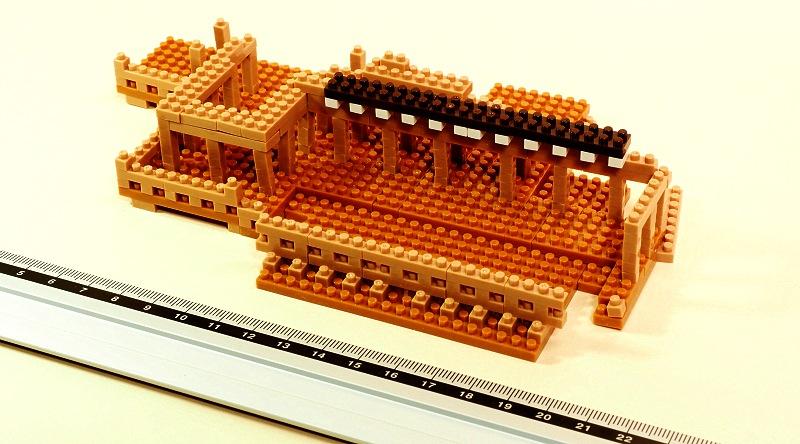 今回の完成品(檜舞台と西側礼堂)、幅18cmほど